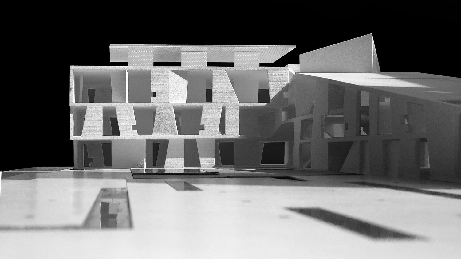 https://s3.us-east-2.amazonaws.com/steven-holl/uploads/projects/project-images/StevenHollArchitects_Glassell_IMG_2821_WH.jpg