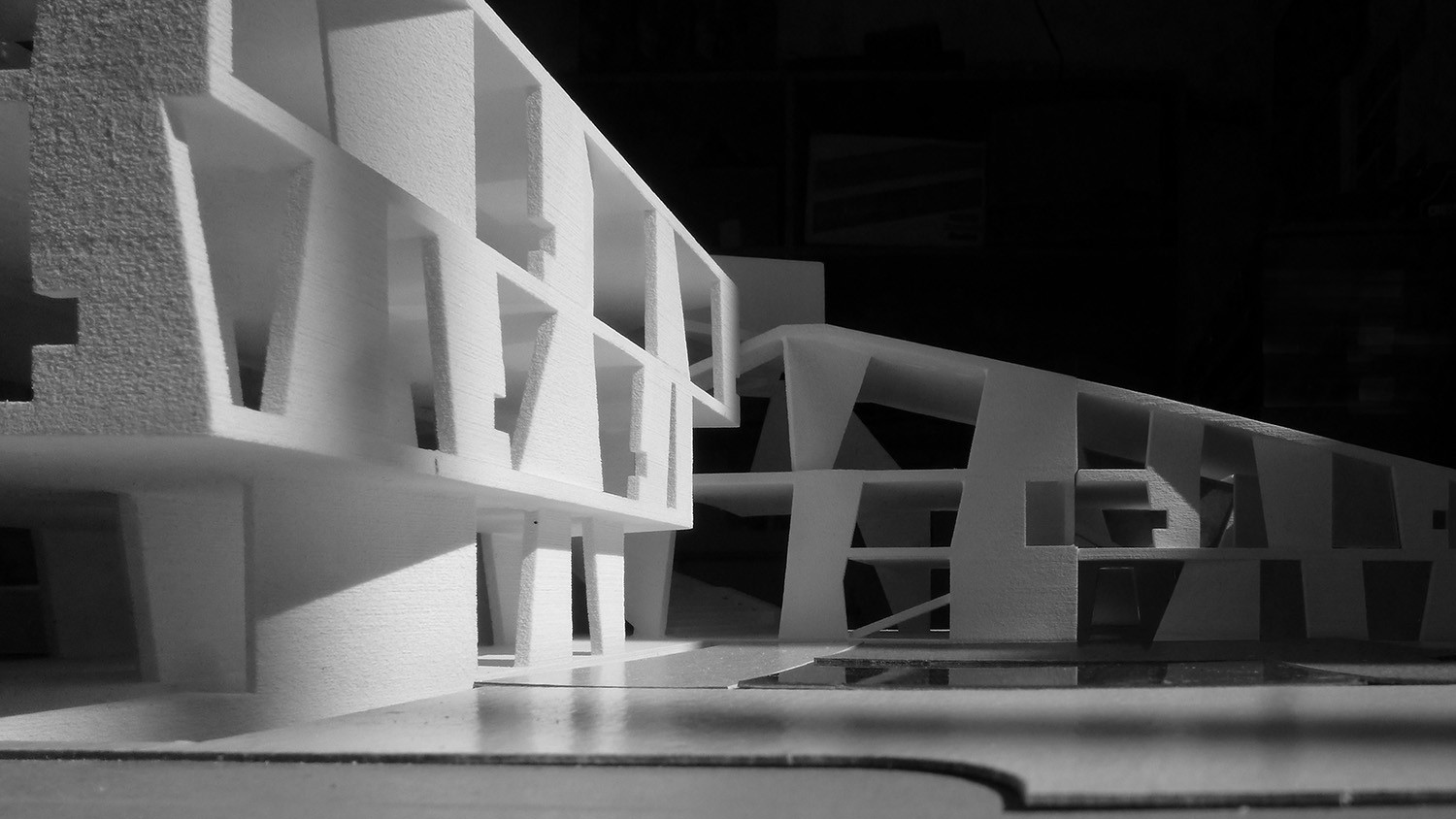 https://s3.us-east-2.amazonaws.com/steven-holl/uploads/projects/project-images/StevenHollArchitects_Glassell_P1180602_WH.jpg