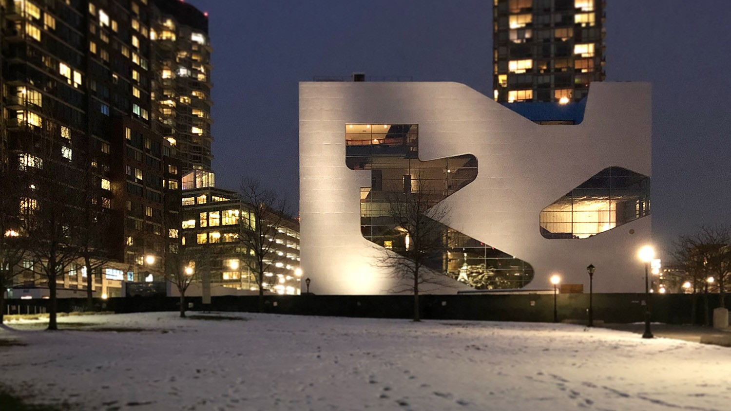https://s3.us-east-2.amazonaws.com/steven-holl/uploads/projects/project-images/StevenHollArchitects_HPL_Apr02-2018_WH.jpg