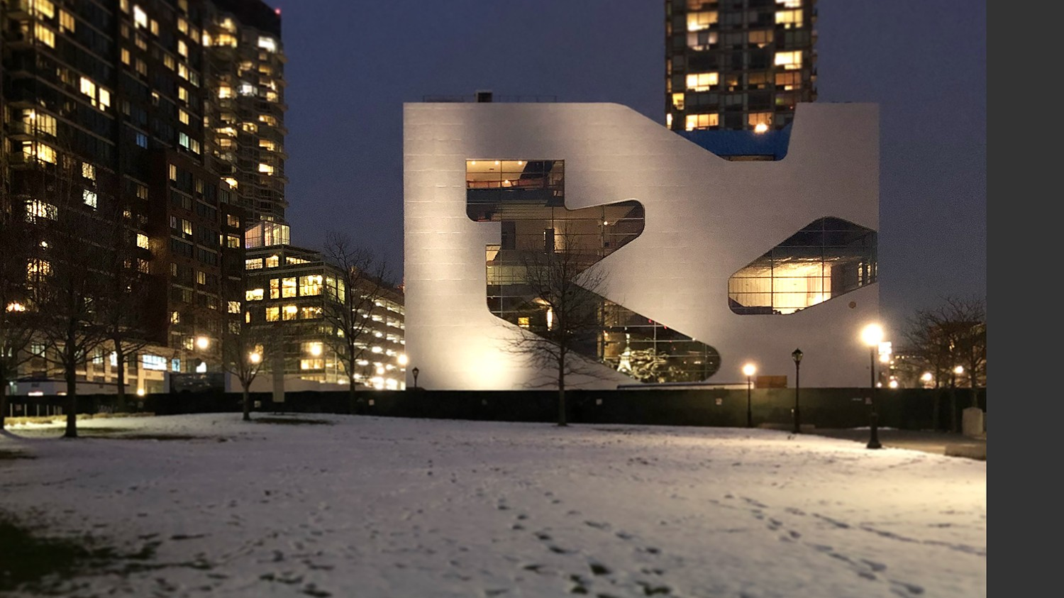 https://s3.us-east-2.amazonaws.com/steven-holl/uploads/projects/project-images/StevenHollArchitects_HPL_Apr02-2018_WH_.jpg