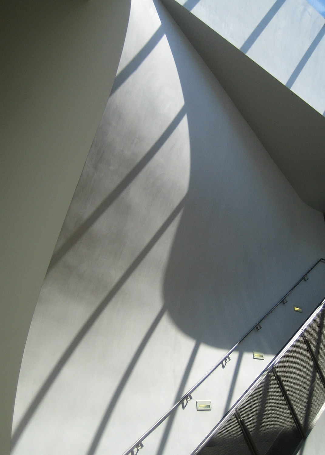 https://s3.us-east-2.amazonaws.com/steven-holl/uploads/projects/project-images/StevenHollArchitects_InteriorStairDetail_WV.jpg
