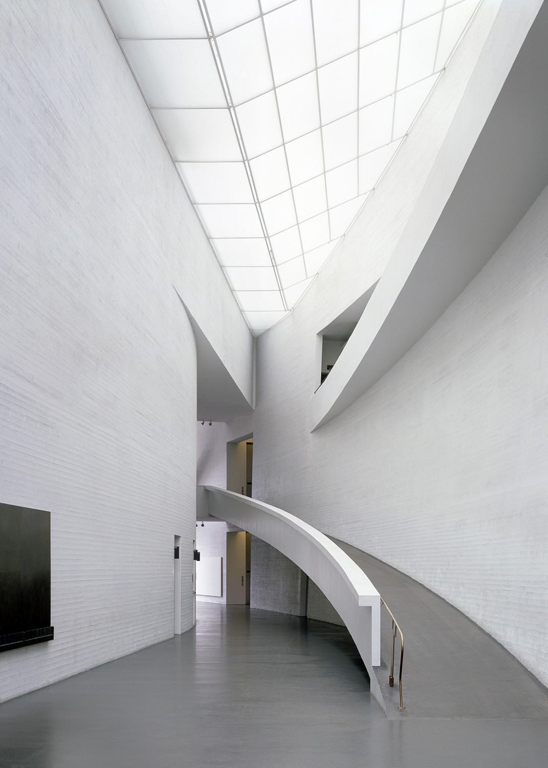 https://s3.us-east-2.amazonaws.com/steven-holl/uploads/projects/project-images/StevenHollArchitects_Kiasma_LobbyPhotoRecent_WV.jpg