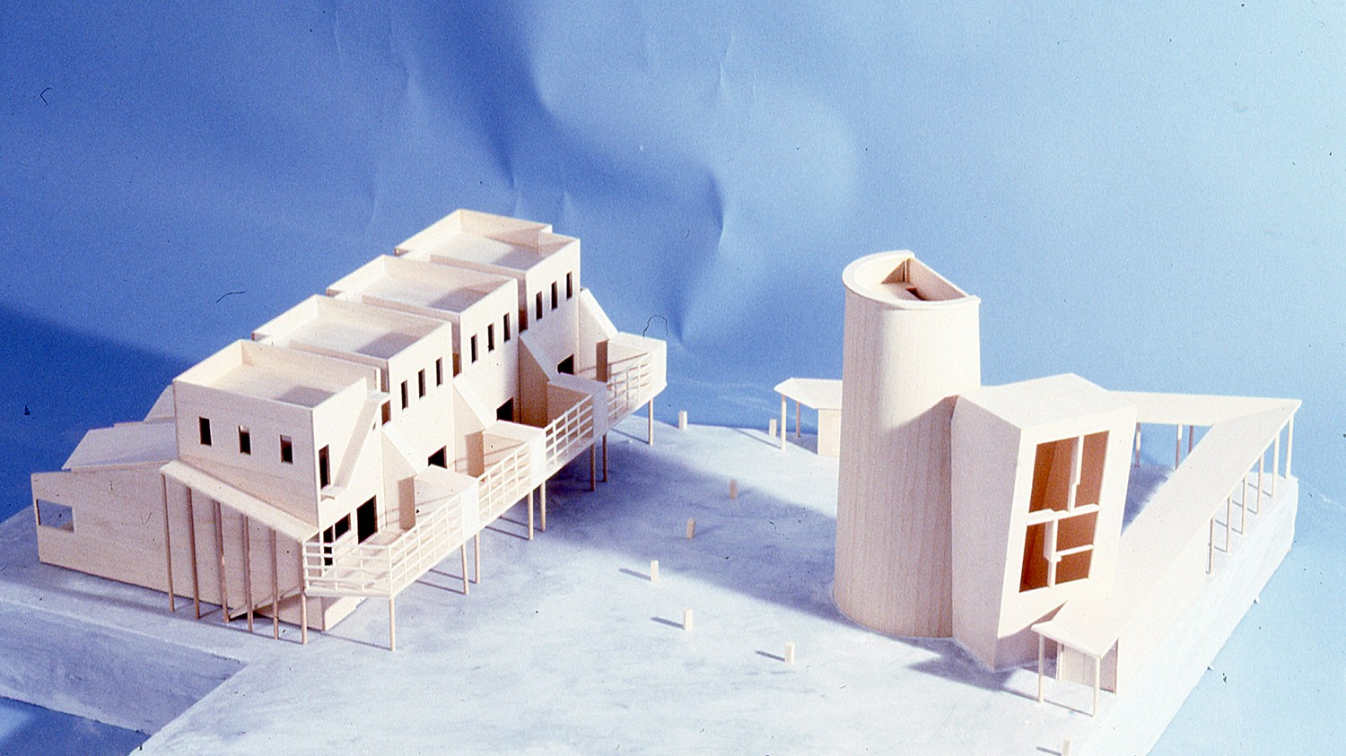 https://s3.us-east-2.amazonaws.com/steven-holl/uploads/projects/project-images/StevenHollArchitects_Ludlow_Model_3_WH.jpg