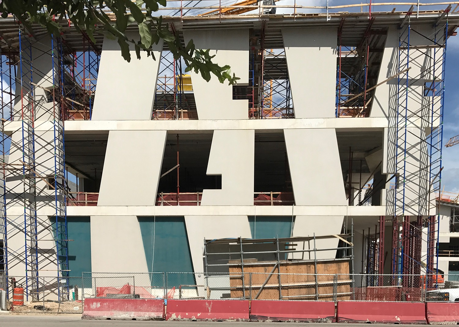 https://s3.us-east-2.amazonaws.com/steven-holl/uploads/projects/project-images/StevenHollArchitects_MFAH_SHA_construction2_WV.jpg