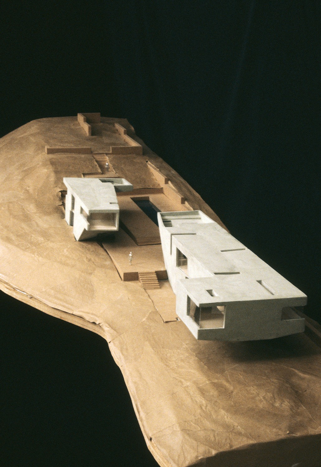 https://s3.us-east-2.amazonaws.com/steven-holl/uploads/projects/project-images/StevenHollArchitects_Oceanic_OceanicRetreatmodel2_WV.jpg