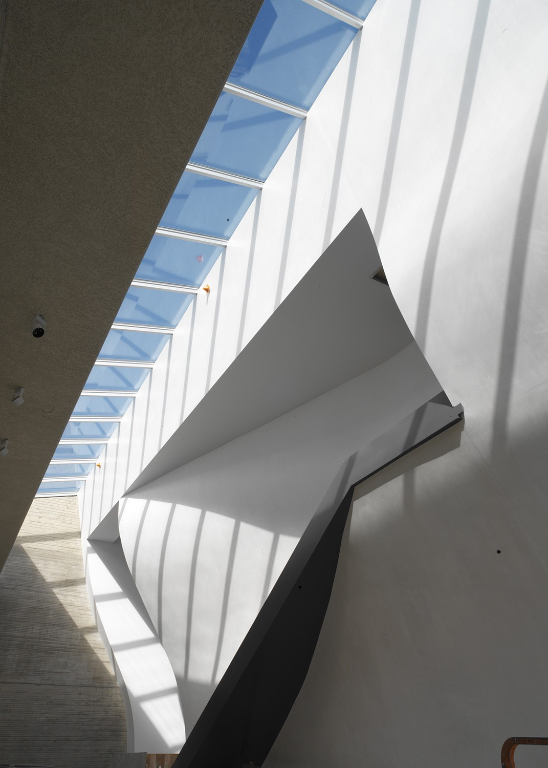https://s3.us-east-2.amazonaws.com/steven-holl/uploads/projects/project-images/StevenHollArchitects_Whitney_A0337_WV.jpg