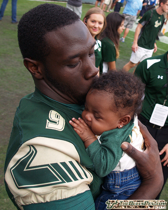 Quinton Flowers kisses daughter after victory