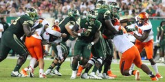 1920-USF-Bulls-vs-Illinois-Fighting-Illini-2017-Bulls-Gallery-0009.jpg
