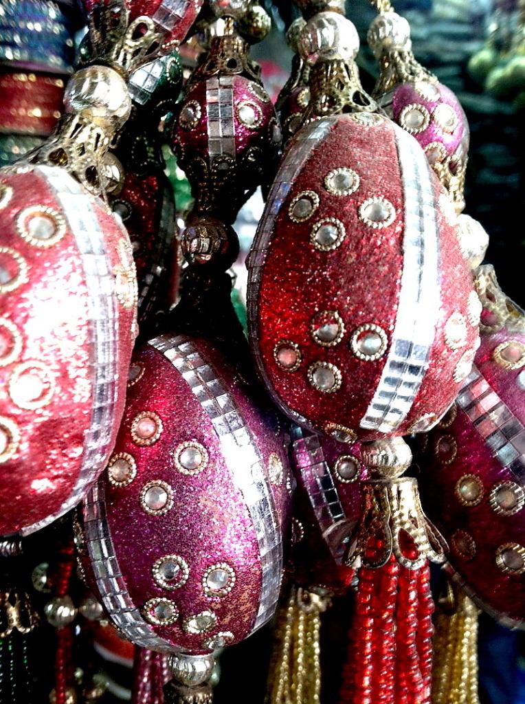 shopping-in-new-delhi-a-fashionistas-dream-in-india