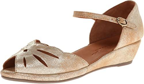 comfortable-walking-sandals