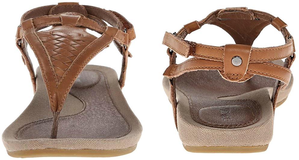 walking-sandals-for-travel