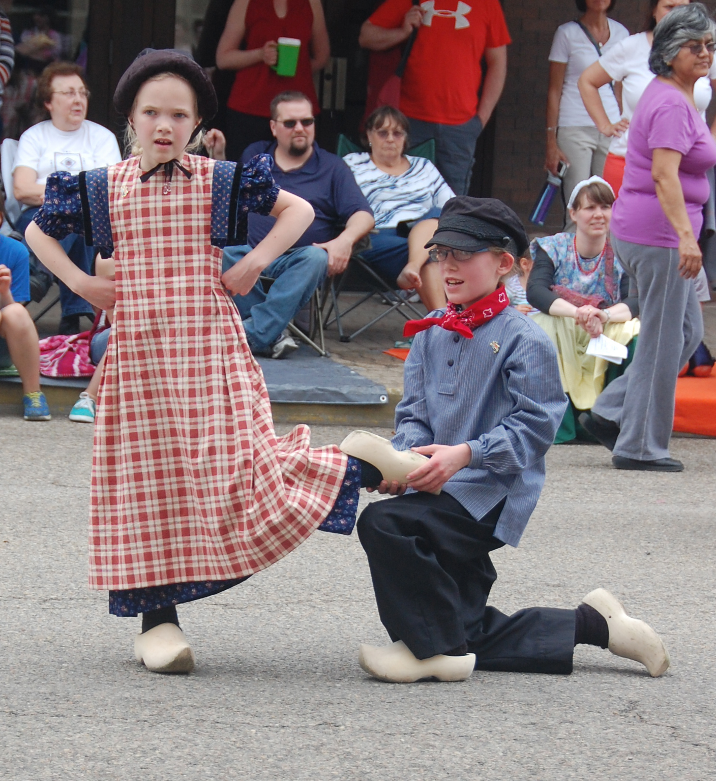 Kinder dutch dancers