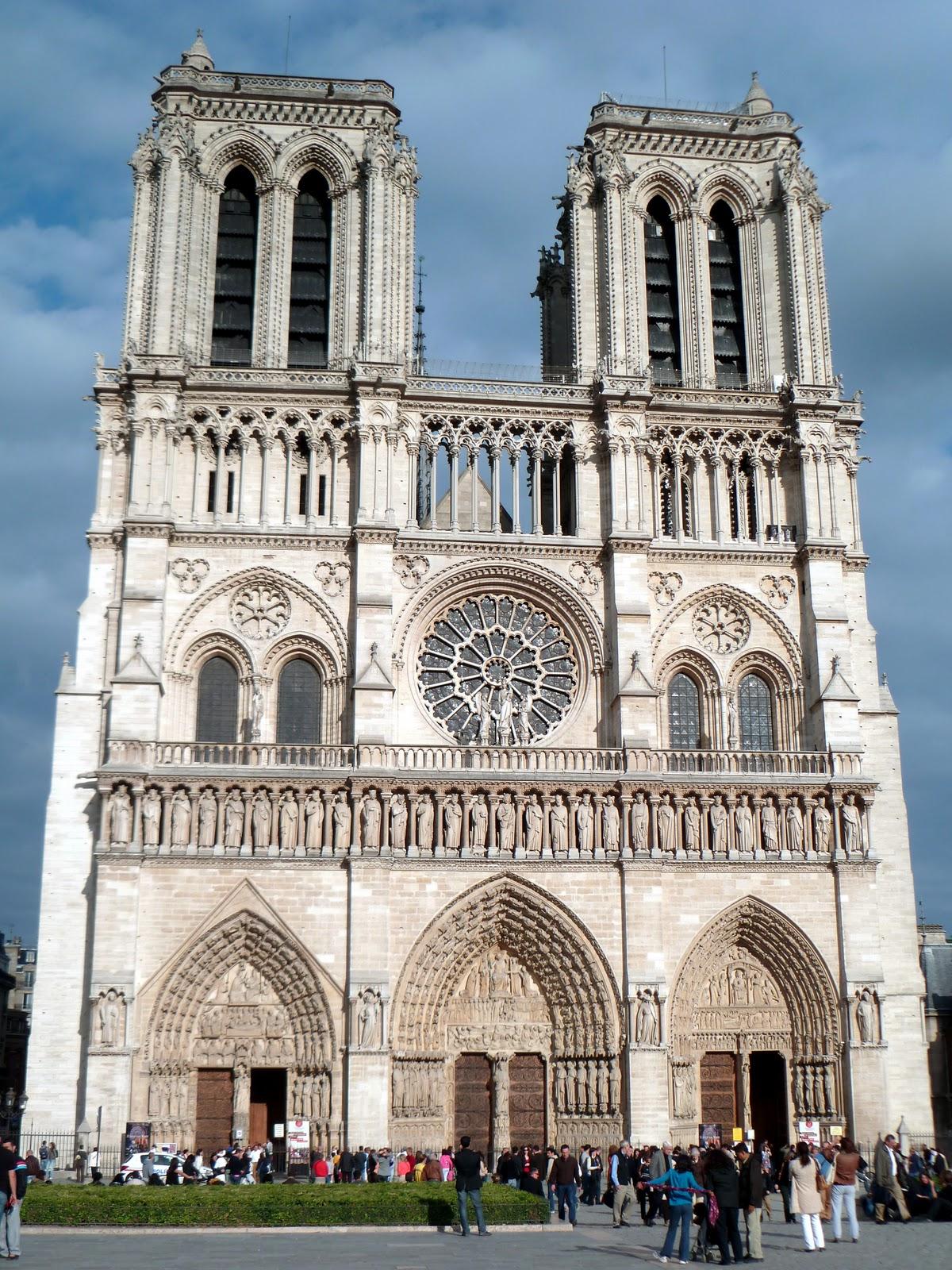 notre dame de paris architecture gothique