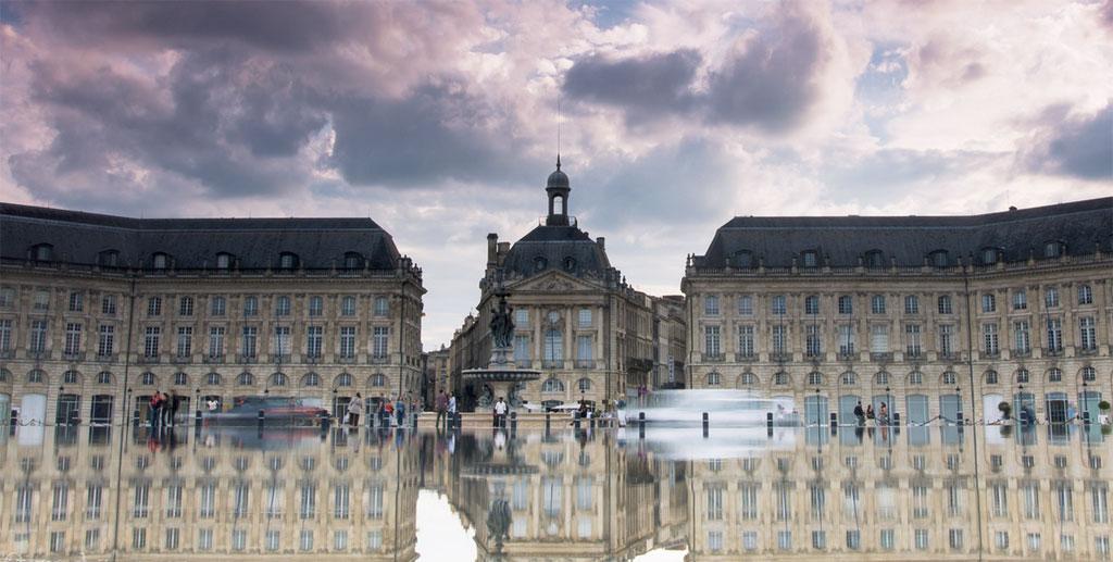 Cit de carcassonne frn 325 architecture fran aise for Miroir d eau bordeaux