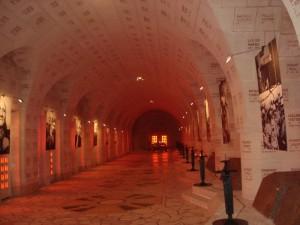 le couloir, tombeaux