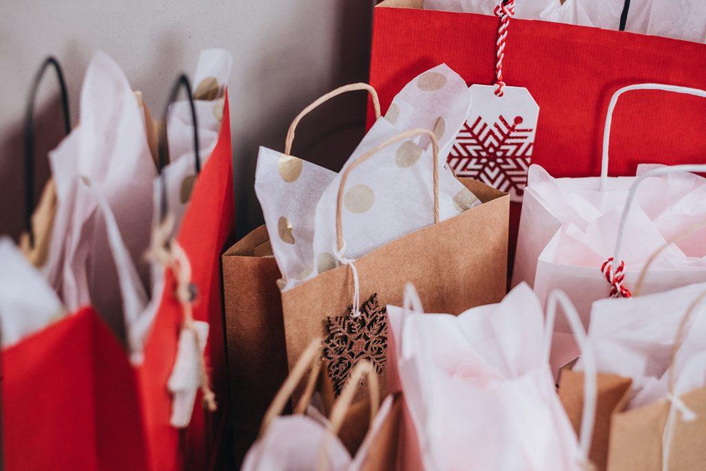 holiday shopping season retail