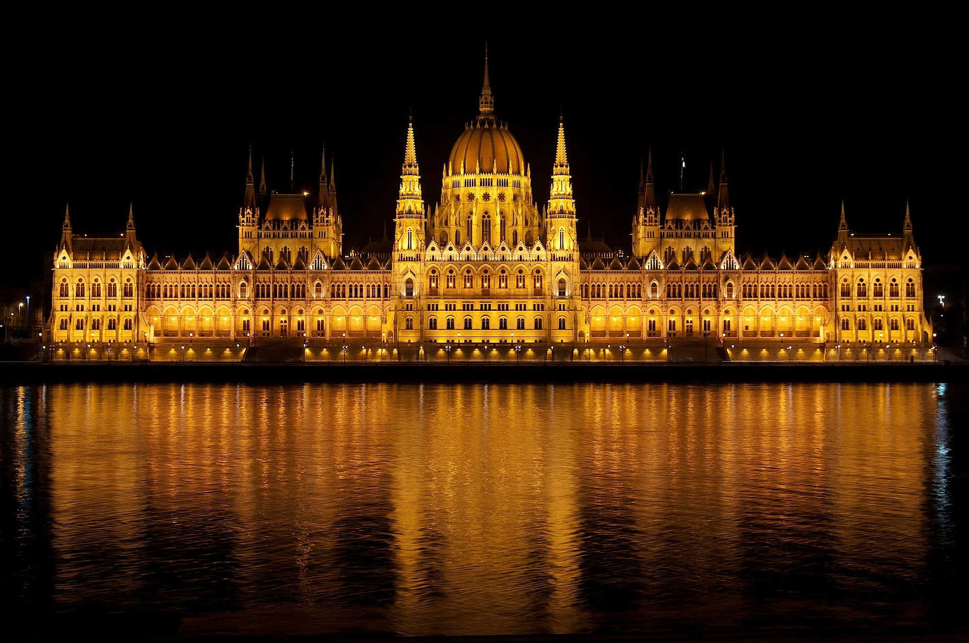 https://s3.us-east-2.amazonaws.com/withjamesbarr/genres/budapest-parliament.jpg