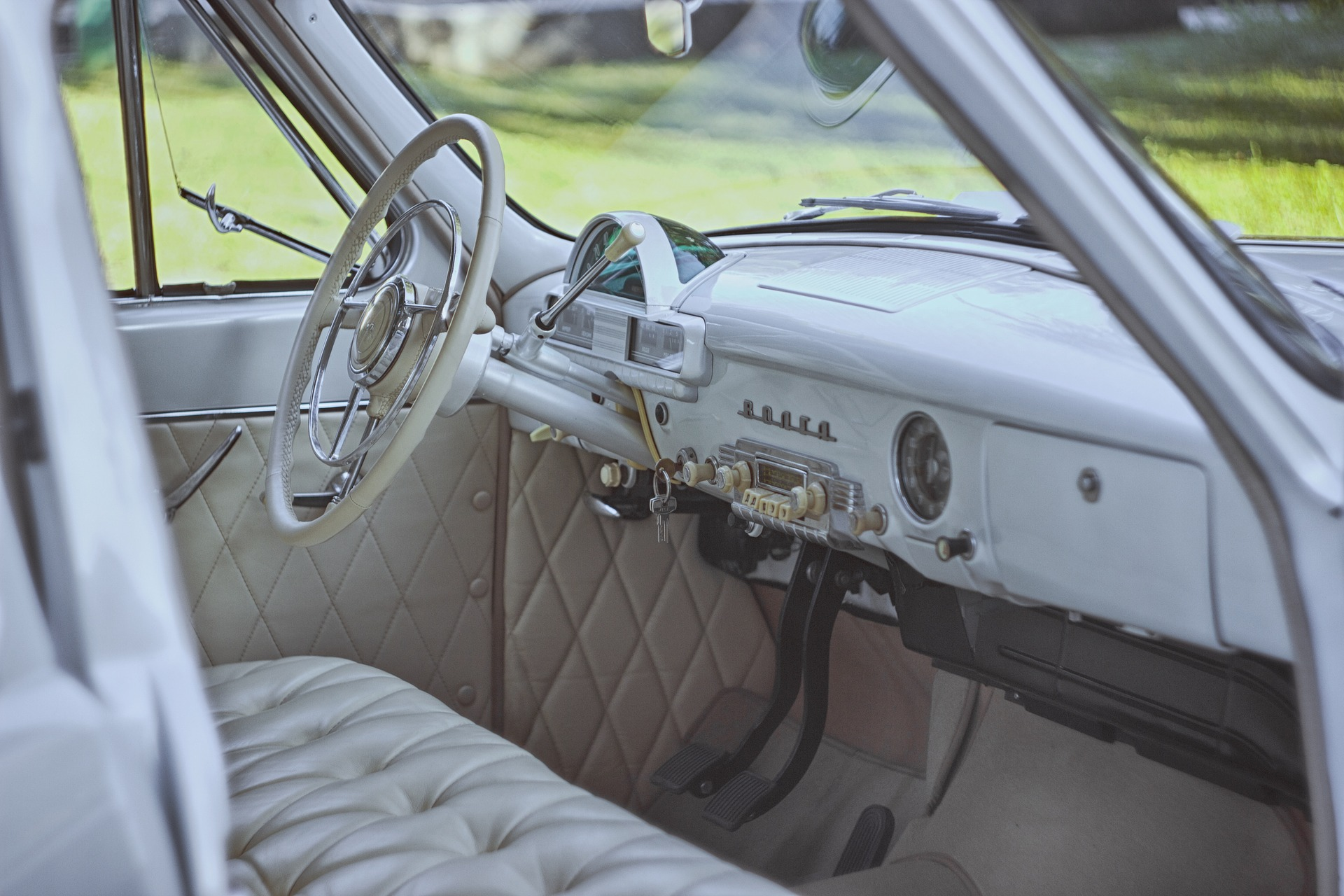 https://s3.us-east-2.amazonaws.com/withjamesbarr/genres/car-interior-white.jpg
