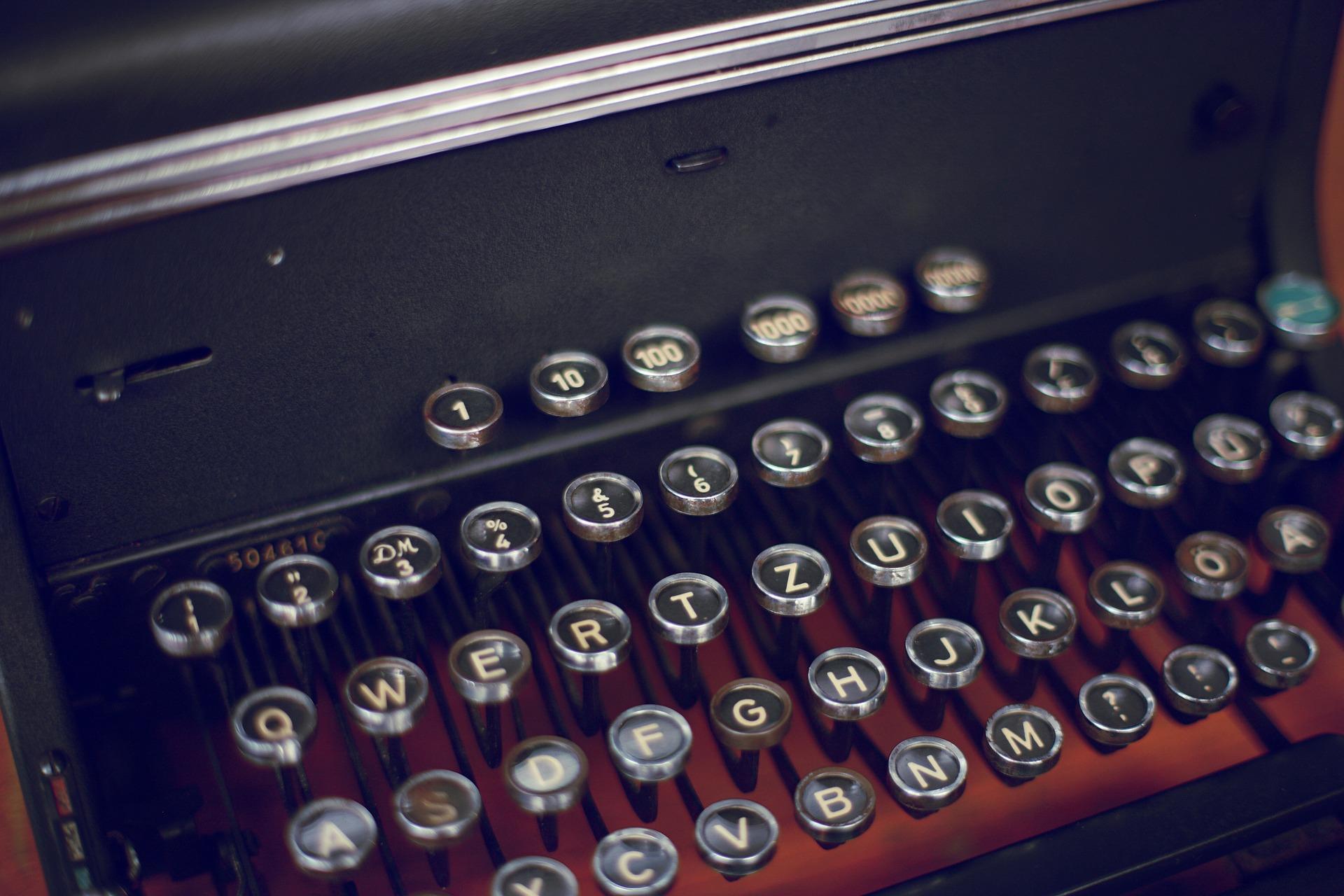 https://s3.us-east-2.amazonaws.com/withjamesbarr/genres/typewriter.jpg